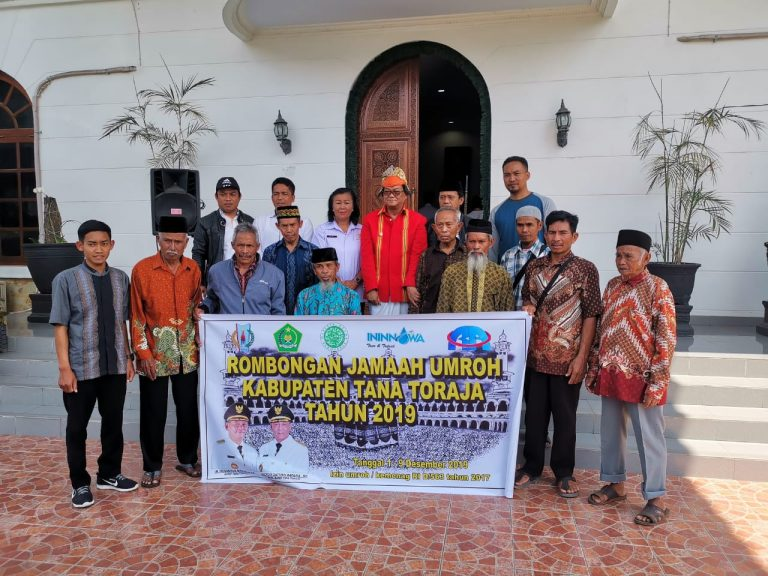Pemda Tana Toraja Berangkatkan 10 Warga Muslim untuk Umroh ke Mekkah