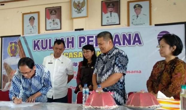 Penandatangan Kerjasama UT dan Pemkab Tana Toraja, sekaligus Kuliah Perdana Pascasarjana UT