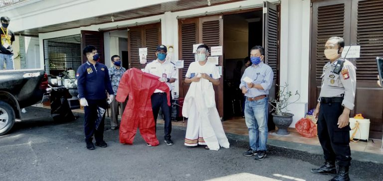 Bandara Pongtiku Serahkan Bantuan APD ke Posko Satgas Covid-19 Tana Toraja
