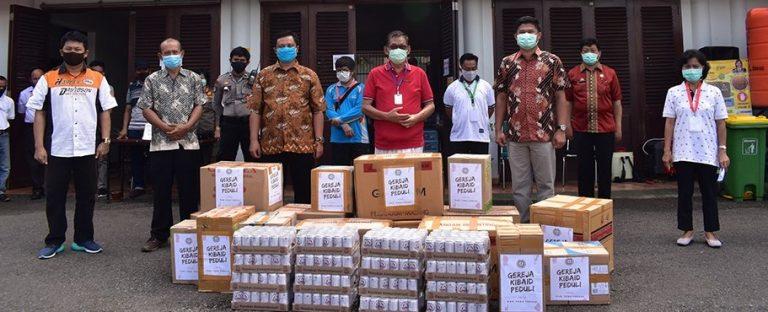 Sinode Gereja Kibaid Serahkan Bantuan Penanganan ke Posko Satgas Covid-19 Tana Toraja