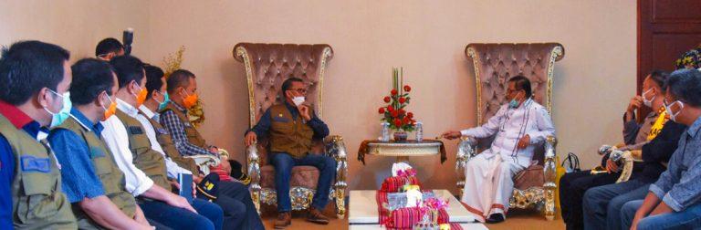 Gubernur Sulawesi Selatan Nurdin Abdullah Berkunjung ke Posko Satgas Covid-19 Tana Toraja