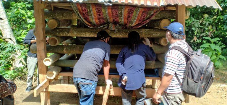 Tim Toraja Tanpa Pasung melepaskan 3 orang Pasien Pasung di Lembang Sendana Bittuang
