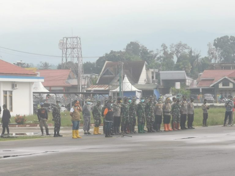 Tim Relawan Tana Toraja mengikuti apel besar yang dipimpin oleh Danrem 142 Tatag bersama Bupati Luwu Utara