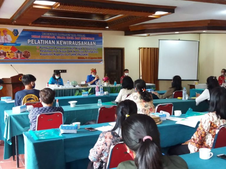 Pemkab Tana Toraja melaksanakan Kegiatan Pelatihan Kewirausahaan UKM di Hotel Sahid Mengkendek