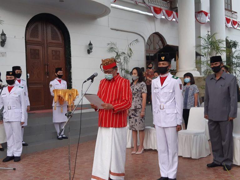 Bupati Tana Toraja Lantik 6 Anggota Paskibraka Tahun 2020