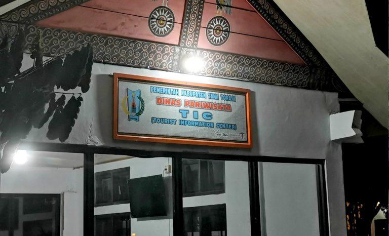 Bupati Tana Toraja melaunching Pusat Informasi Wisata di Kompleks Pasar Seni Makale