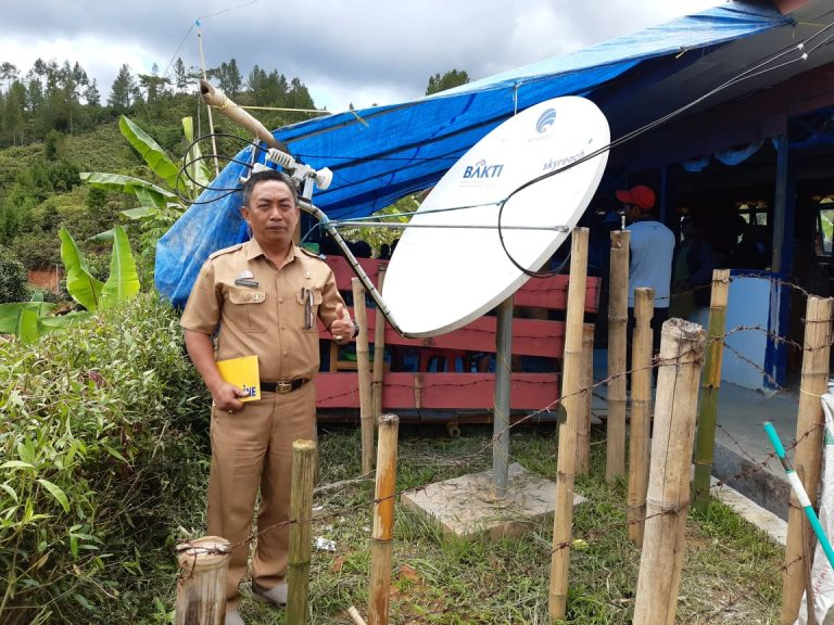 Bantuan Wifi Gratis Kominfo sampai ke daerah blankspot di Simbuang dan Mappak