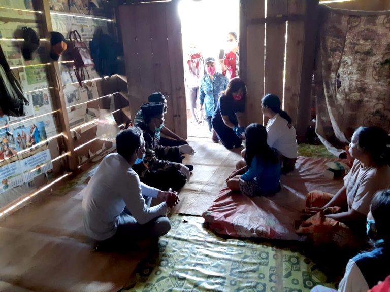 Satgas Covid-19 Tana Toraja Sampaikan Langsung Hasil Swab Pasien PDP Yang Meninggal Dunia ke Pihak Keluarga