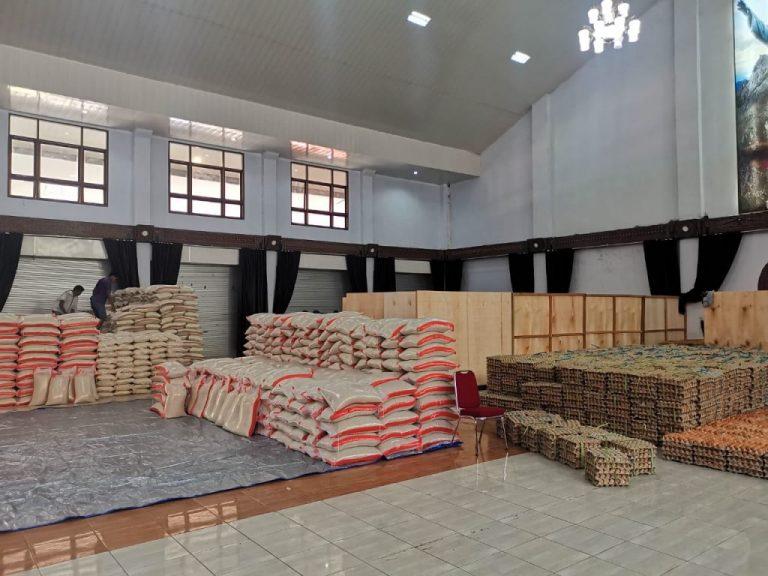 Dampak Corona, Pemda Tana Toraja Memberi Bantuan Kepada Kepala Keluarga Kurang Mampu Senilai Rp. 355.000
