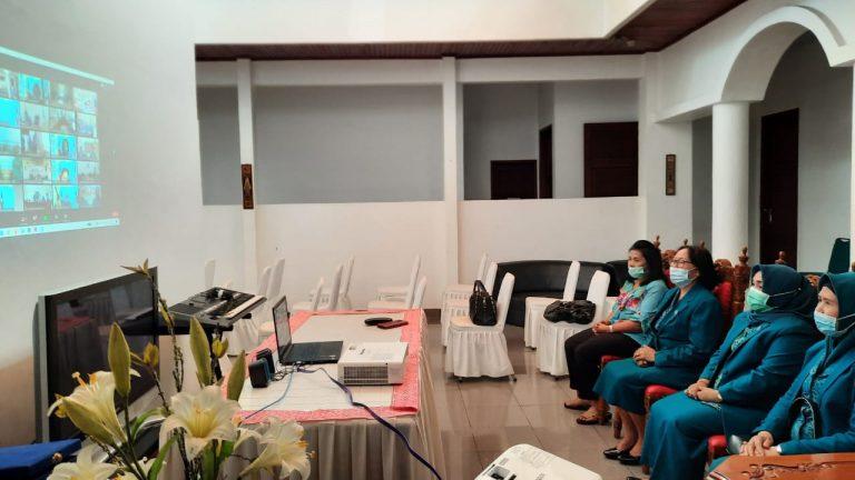 Ibu Pjs Bupati Tana Toraja mengikuti Pelantikan TP PKK Pusat secara Virtual