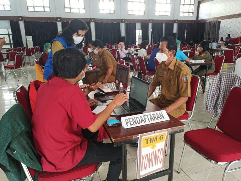 Pegawai Diskominfo Kabupaten Tana Toraja Jalani Vaksinasi Covid-19 Tahap Kedua