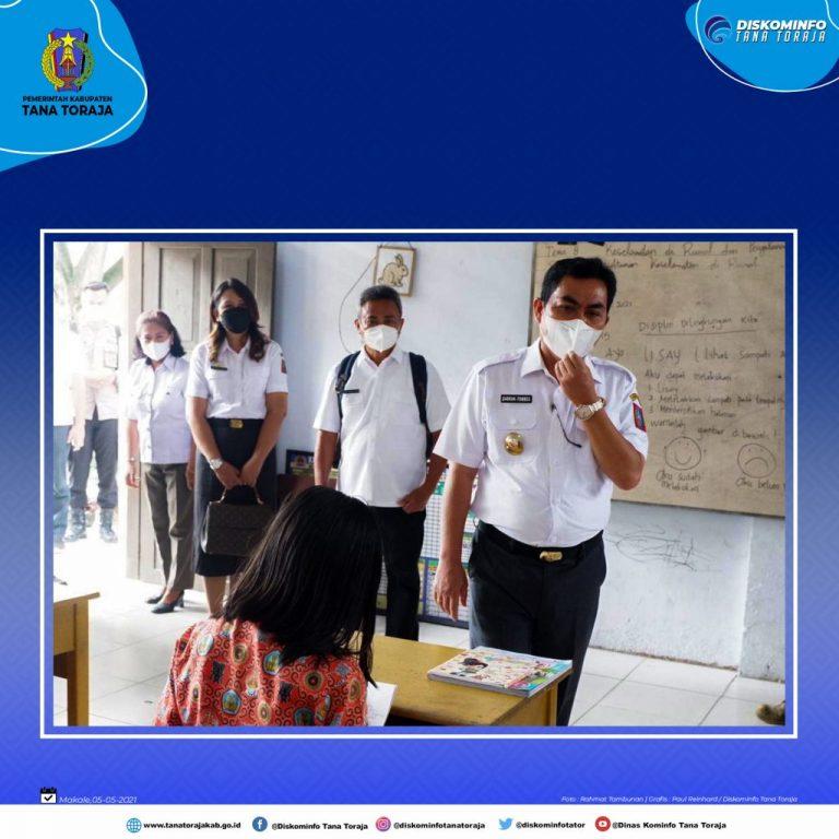 Wakil Bupati Tana Toraja memantau pelaksanaan ujian bagi siswa/siswi Sekolah Dasar